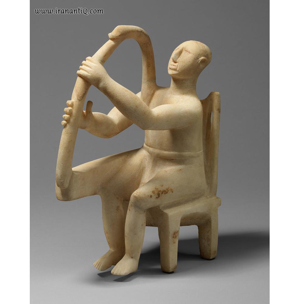 مجسمه مرمرین مردی نشسته با چنگ ، یونان ، اواخر سیکلاد یکم - اوایل سیکلاد دوم ، 2800-2700 ق.م ، محل نگهداری : موزه مترو پولیتن