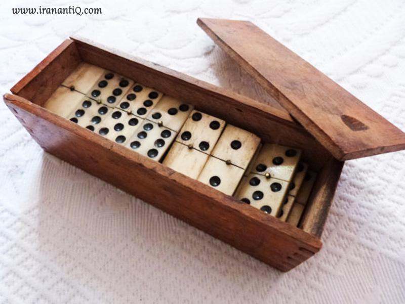 دومینویی از جنس عاج ، جعبه از چوب آبنوس ، مربوط به سال 1800 میلادی