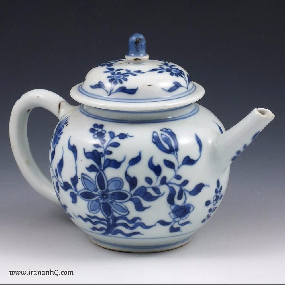قوری چینی مربوط به قرن هفدهم میلادی