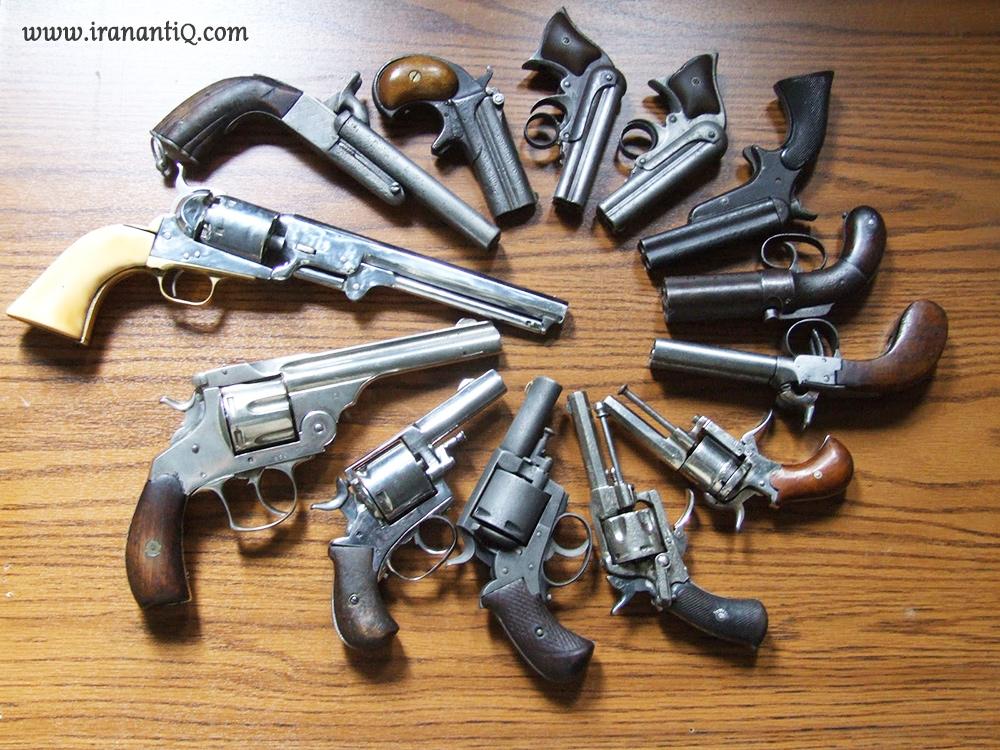 تعدادی سلاح گرم