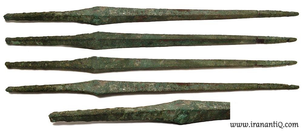 سرنیزه های برنزی پرتابی با قدمتی در حدود 1000-600 ق.م ، کشف شده از لرستان