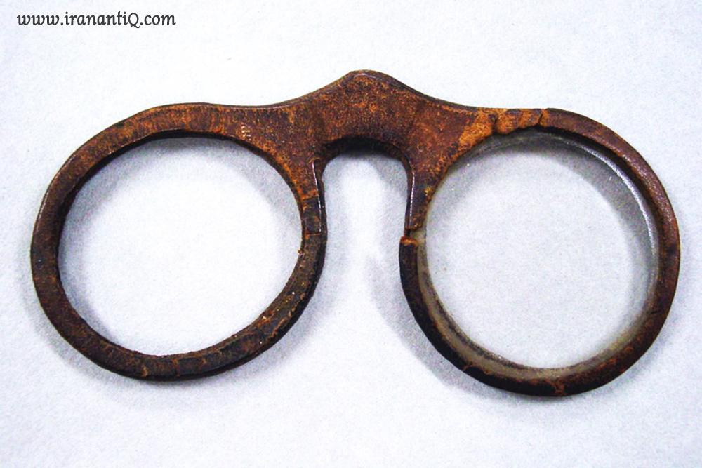عینک با قاب چرمی ، 1700 میلادی