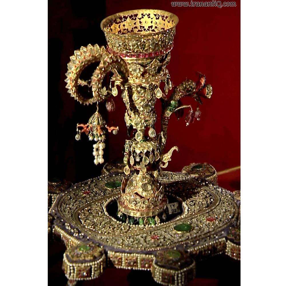 قلیان سلام شاهان قاجار ، دهانه آن شبیه به سر اژدها می باشد. زمان ساخت : اوایل سده 13 ه.ق