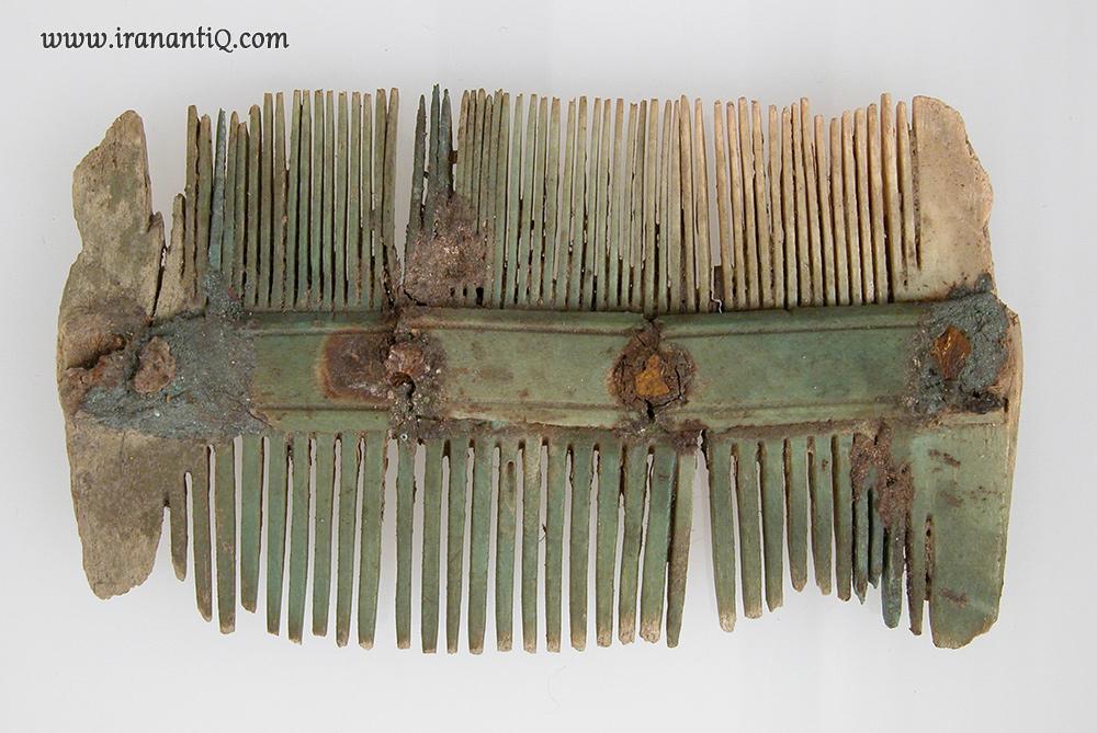 شانه دو طرفه ، از جنس عاج ، شمال فرانسه ، مربوط به قرن 7 میلادی ، محل نگهداری : موزه متروپولیتن