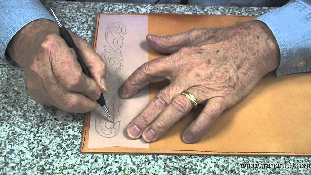 انتقال طرح با استفاده از کاغذ پوستی بر روی چرم