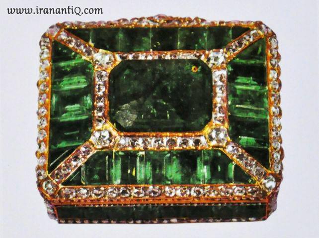 انفیه دان ، به همراه 92 قطعه زمرد ، مربوط به دوره قاجار