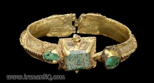 دست بند مرصع کاری شده با فیروزه ، مربوط به دوره سلجوقی