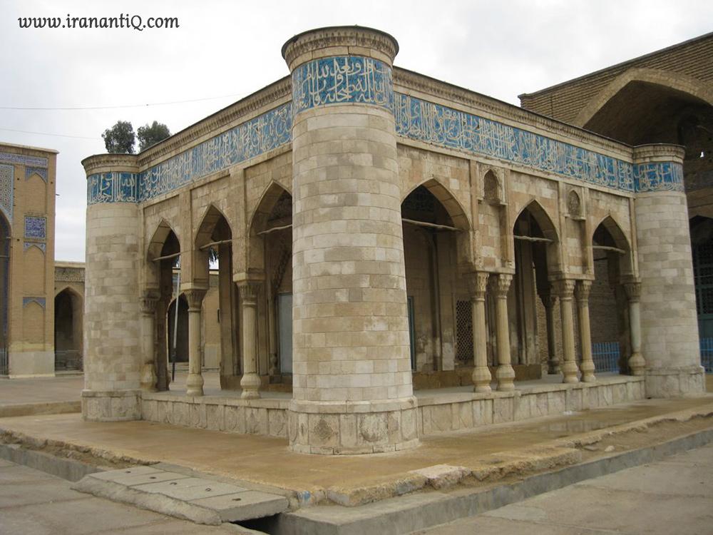 کتیبه ای از معرق سنگ و کاشی - بنای تاریخی خانه خدا در مسجد عتیق شیراز
