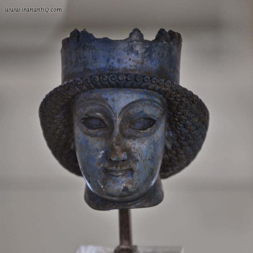 سردیس شاهزاده ی هخامنشی از سنگ لاجورد - محل کشف: کاخ آپادانا - موزه ی ایران باستان