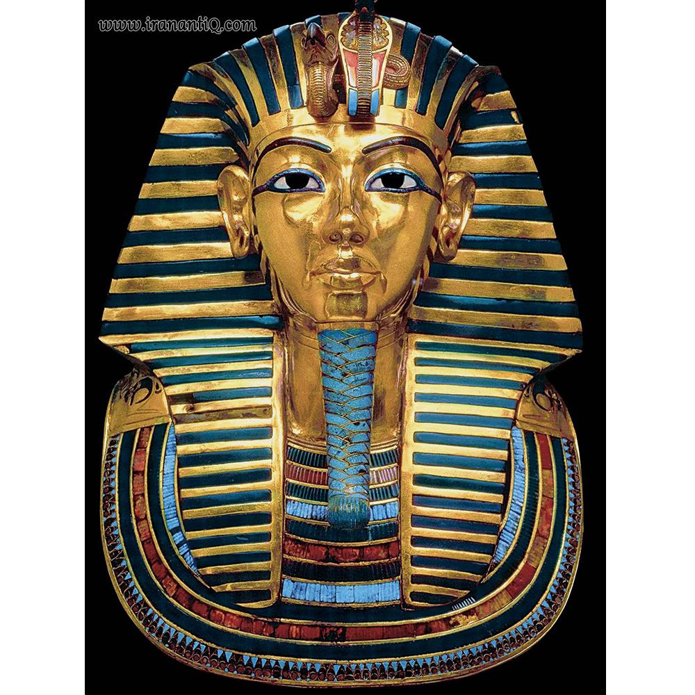 سرپوش تابوت توت عنخ آمون - طلا مرصع با لاجورد - حدود 1360 ق.م - موزه مصرقاهره