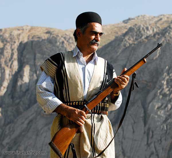 بانوی بختیاری در حال بافت چوقا ، bakhtiari man with chogha