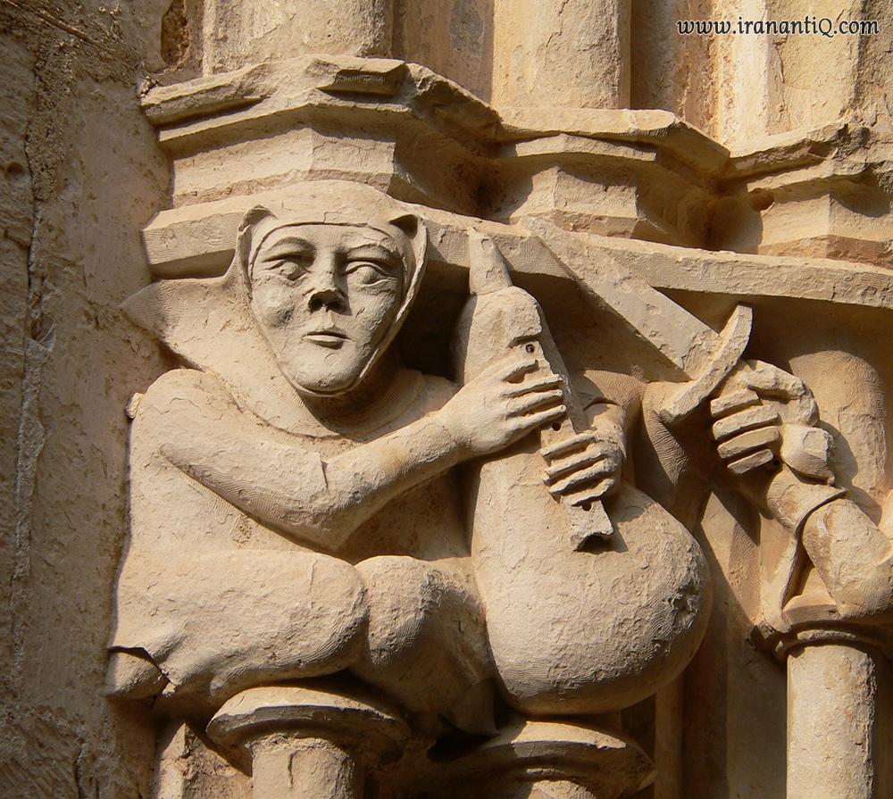 نقش برجسته از نی انبان (bagpipe) در کلیسای سانتا کروس اسپانیا ، مربوط به قرون وسطی