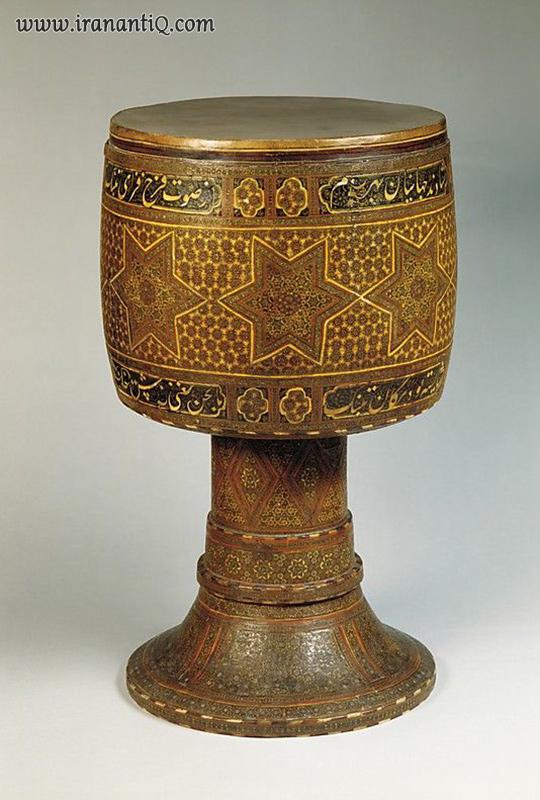 تنبک (تمبک) ، خاتم کاری شده ، قرن 19 میلادی ، مربوط به دوره قاجار ، محل نگهداری : موزه متروپولیتن