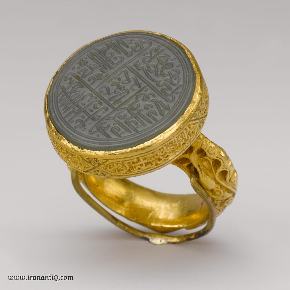 انگشتری متعلق به اواخر قرن 15 و اوایل قرن 16 میلادی ، حکاکی شده بر روی سنگ نفریت ، به ایران و یا آسیای مرکزی نسبت داده شده است. محل نگهداری : موزه متروپولیتن